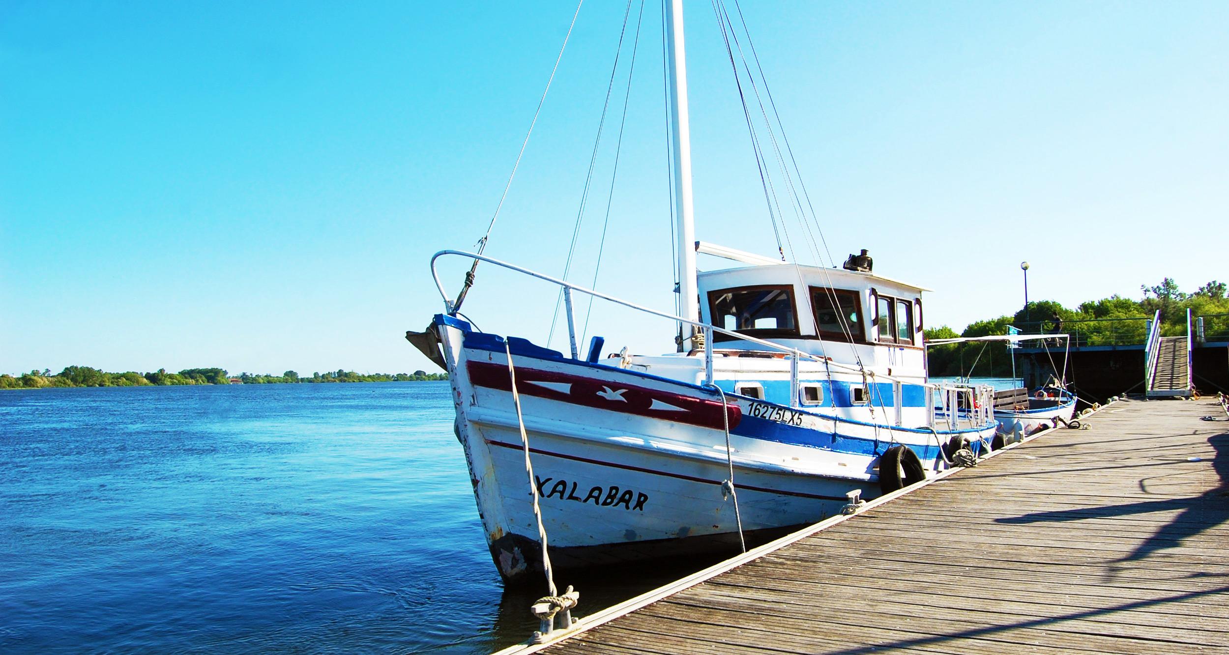 {:gb}A boat on Valada{:}{:pt}Um barco em Valada{:}