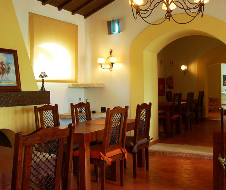 {:gb}A dining room at Marchanta{:}{:pt}uma sala de jantar em Marchanta{:}
